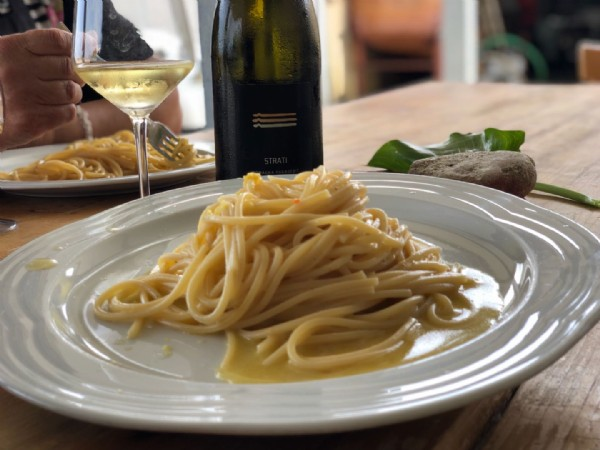 The Spaghetti, symple and tasty, perfect pairing with our STRATI pagadebit